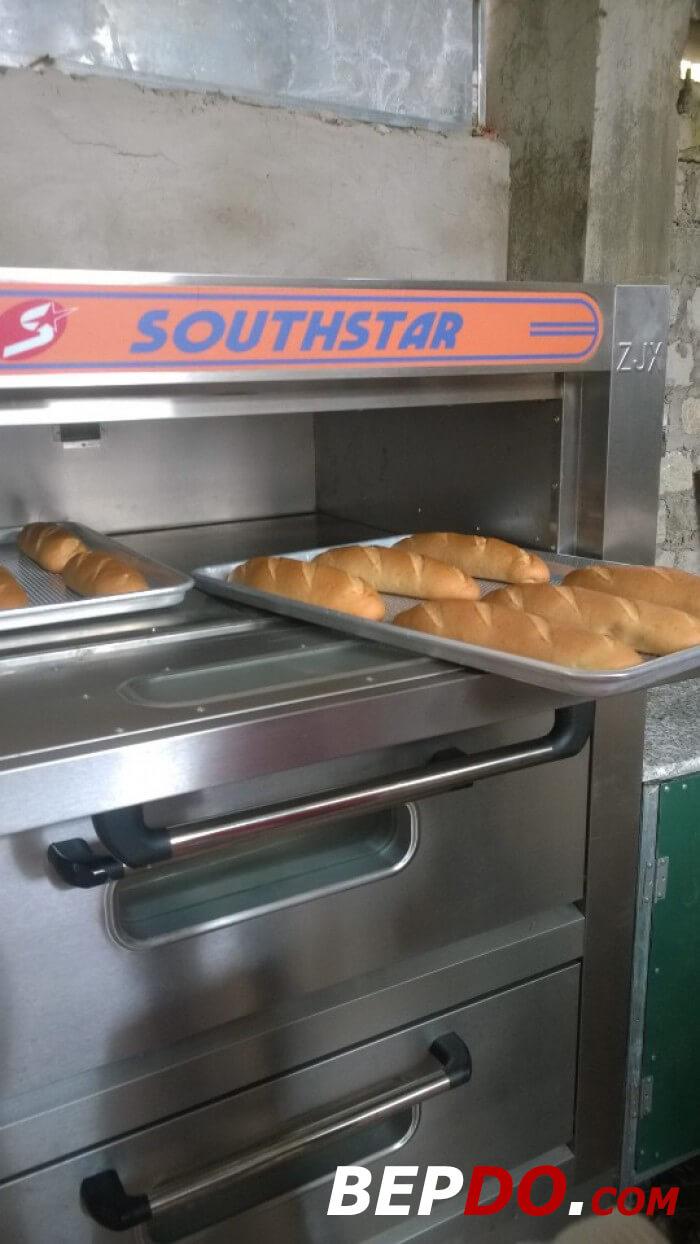 công đoạn nướng bánh mì